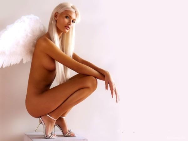 golaya-devushka-iz-gruppi-angel