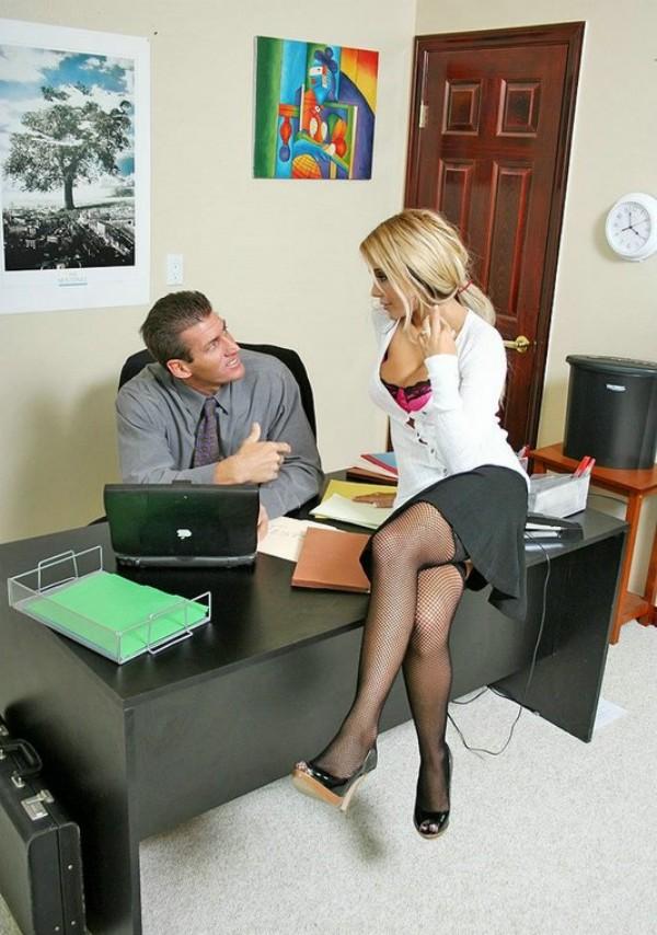 Секретарши секси юбках