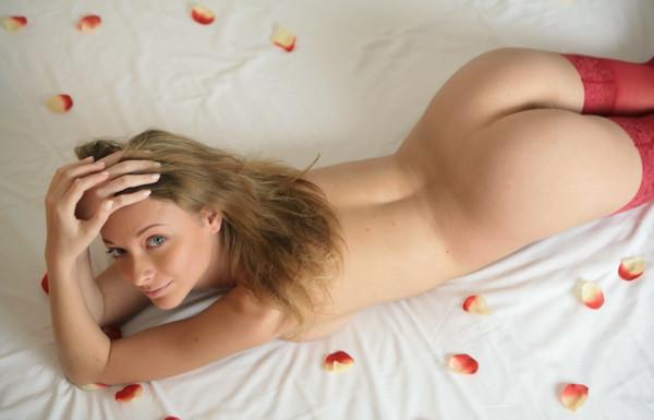 Эротика в ваннах с розами фото 744-566