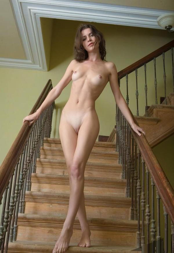 голые на лестнице