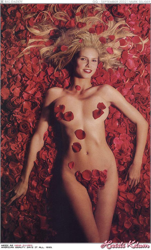 обнажённые девушки в лепестках роз фото