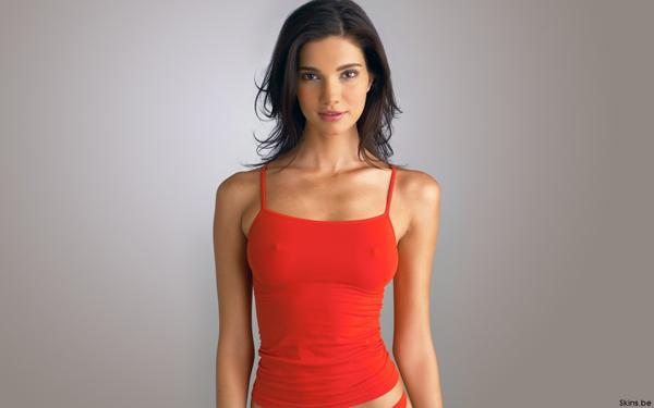 Обтягивающая грудь девушек фото