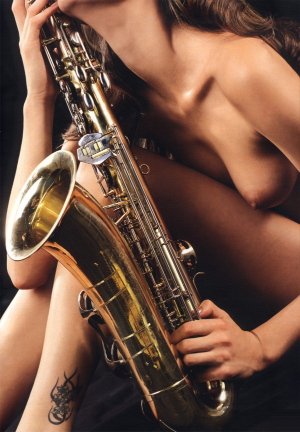 голые девушки с саксофонами