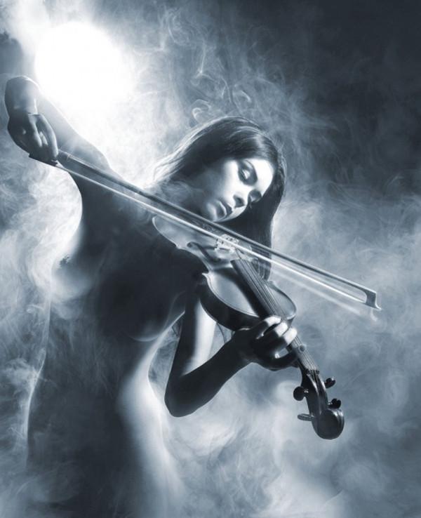 Девушки играют на скрипке голые фото 162-61