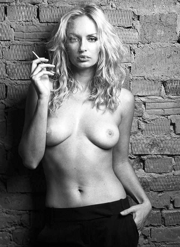 Фото голой девушки с найденного фотоаппарата