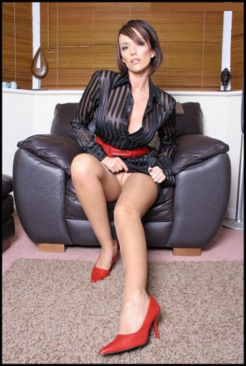 Секретарша в мини юбке еро фото