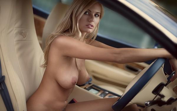 Порнофото девушек за рулём автомобиля фото 322-185