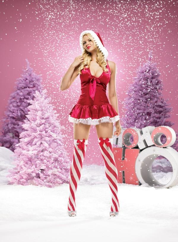 Подружки развлекаются голыми в костюмах снегурочек, порно ролик четверо мужиков обслуживают даму
