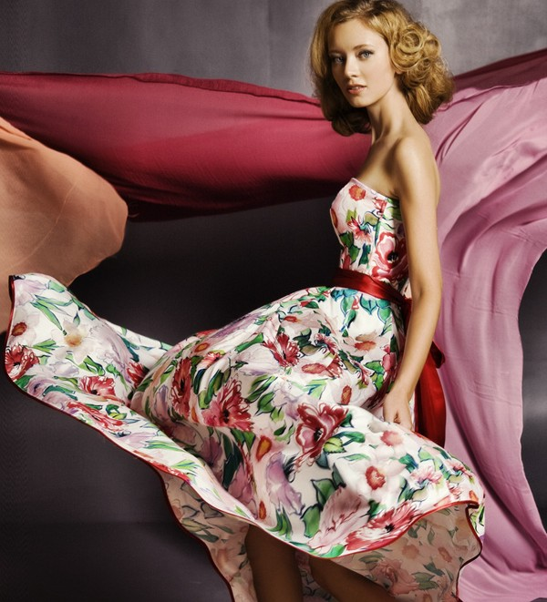 Атласное платье в цветочек