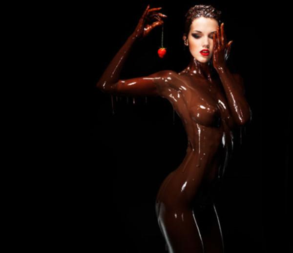 обнаженная девушка в шоколаде