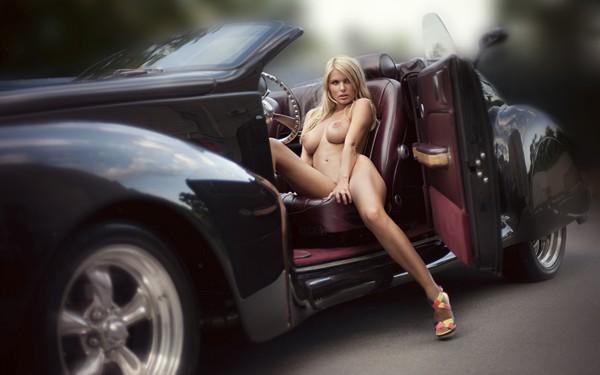 golie-seksualnie-devushki-i-avtomobili