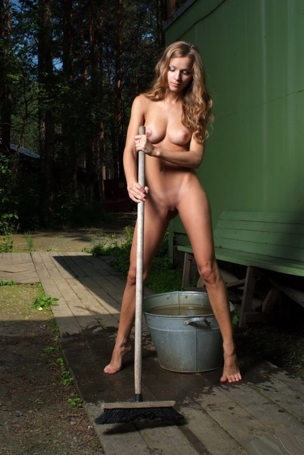 голая уборщица фото